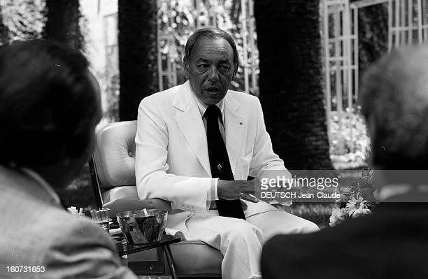 King Hassan Ii Of Morocco In His Palace In Rabat Au Maroc dans son palais de Rabat portrait du roi HASSAN II DU MAROC en costume cravate assis dans...