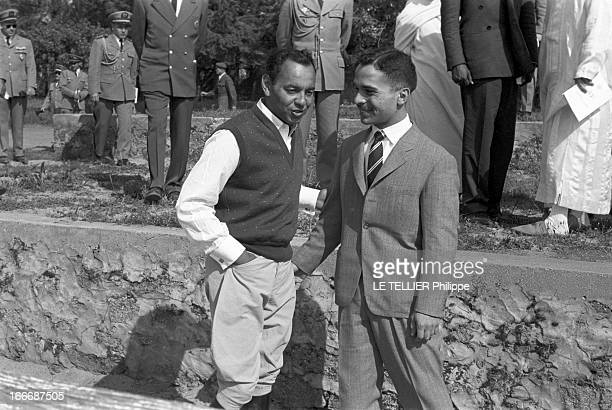 King Hussein Of Jordan Hunting With The Crown Prince Moulay Hassan Of Morocco Au Maroc le roi Hussein DE JORDANIE participe à une chasse donnée en...