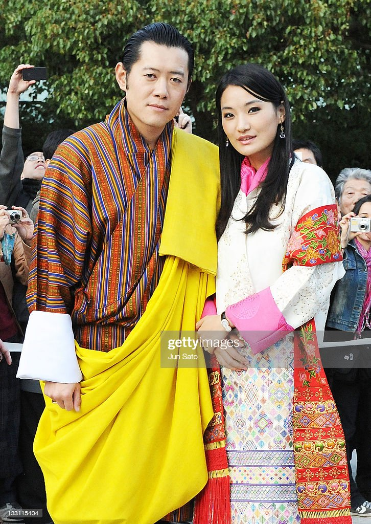 King <a gi-track='captionPersonalityLinkClicked' href=/galleries/search?phrase=Jigme+Khesar+Namgyel+Wangchuck&family=editorial&specificpeople=737466 ng-click='$event.stopPropagation()'>Jigme Khesar Namgyel Wangchuck</a> and Queen Jetsun Pema of Bhutan arrive at Meiji Jingu Shrine on November 17, 2011 in Tokyo, Japan.