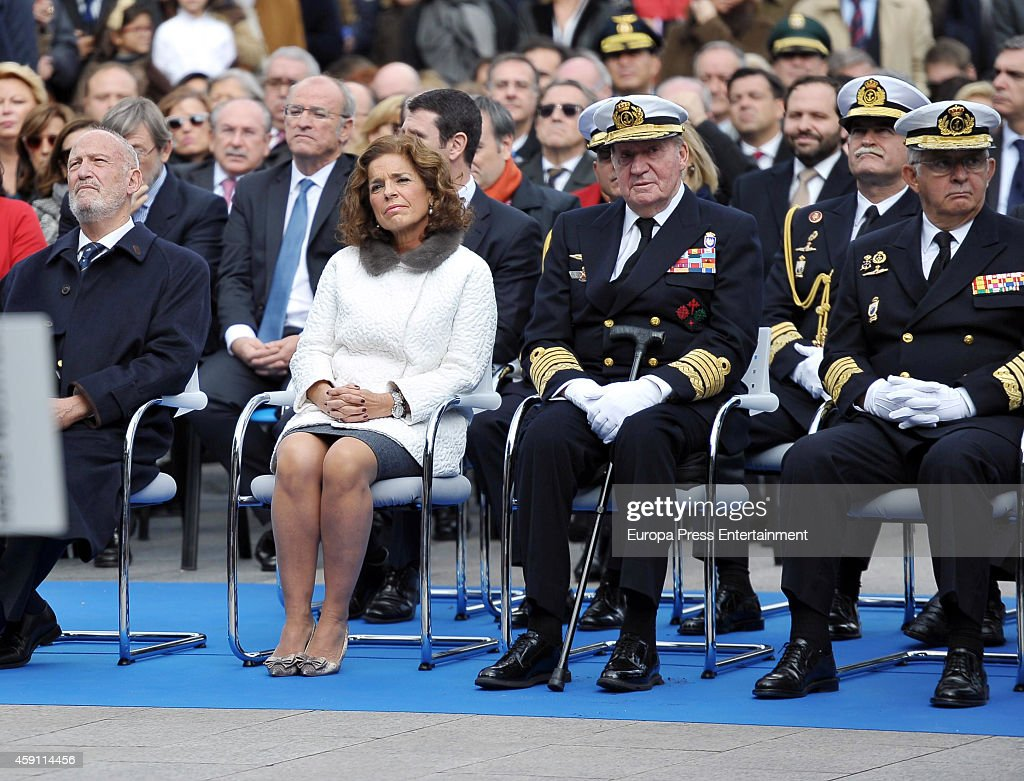 King Juan Carlos and Ana Botella attend the inauguration of monument to Blas de Lezo y Olavarrieta at Colon Square on November 15 2014 in Madrid Spain