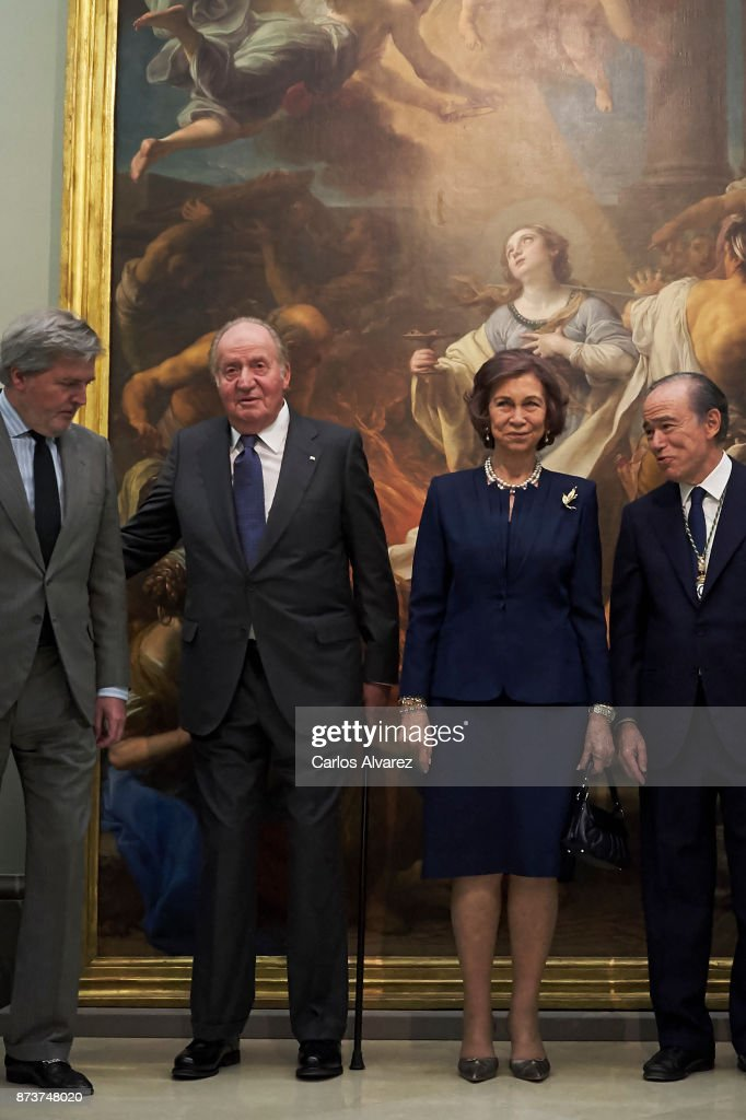 King Juan Carlos and Queen Sofia deliver the Medal of Honor to the Royal Theater at the San Fernando Museum on November 13, 2017 in Madrid, Spain.
