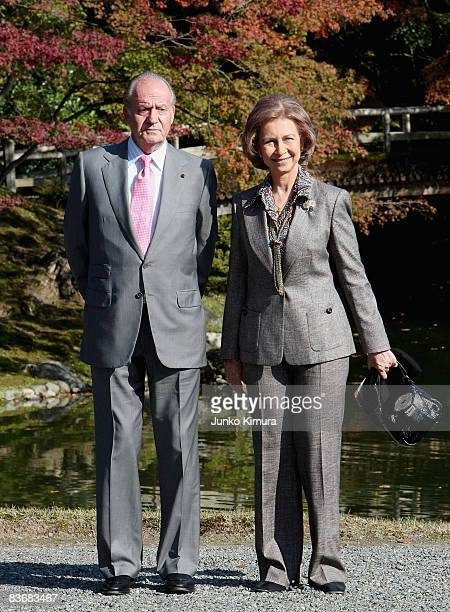 King Juan Carlos and Queen Sofia of Spain visit Sento Imperial Palace on November 14 2008 in Kyoto Japan The King and Queen are on sixday tour to...