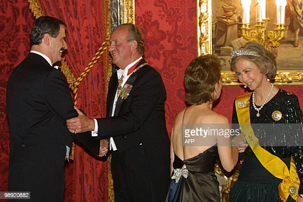 King Juan Carlos and Queen Sofia receives Mexican's President Vicente Fox and his wife Martha Sahagun for a gala dinner at the Palacio Real in Madrid...