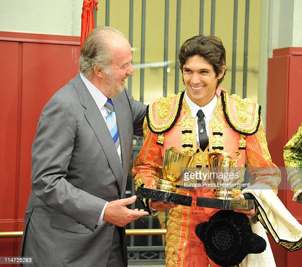 King Juan Carlos and Sebastia Castella attend 'Press Association' bullfights at Plaza de Toros de Las Ventas on May 25 2011 in Madrid Spain