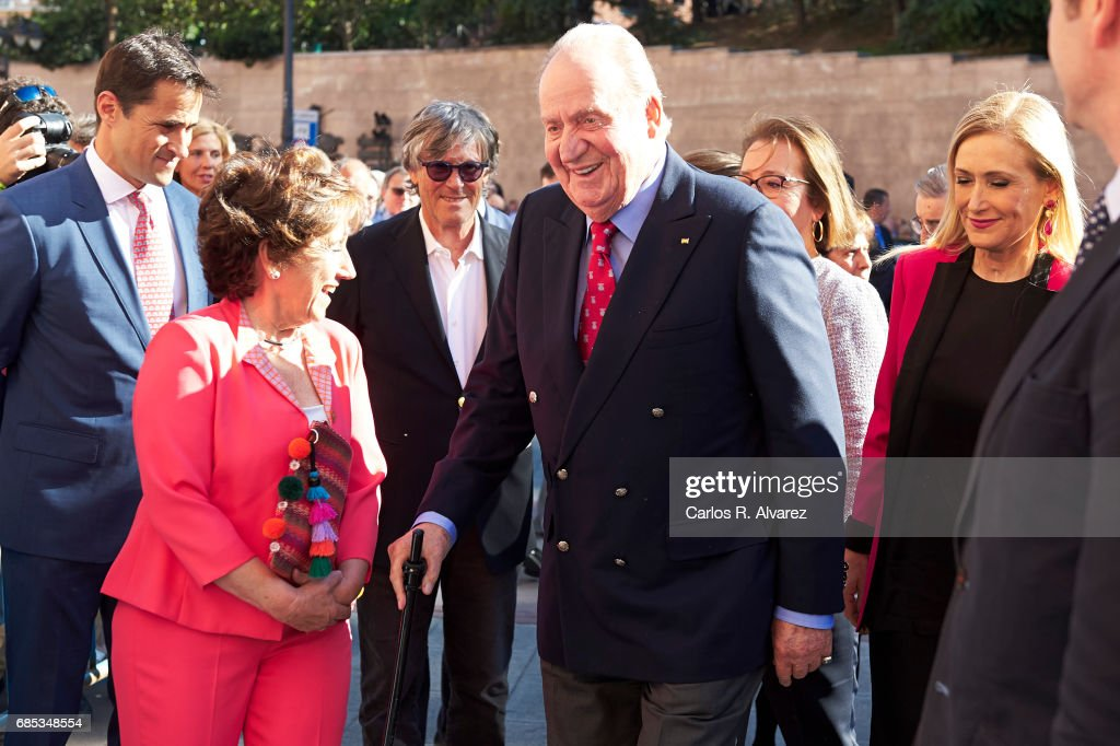 King Juan Carlos (C) attends the 'Press Association' bullfights at the Las Ventas Bullring on May 19, 2017 in Madrid, Spain.