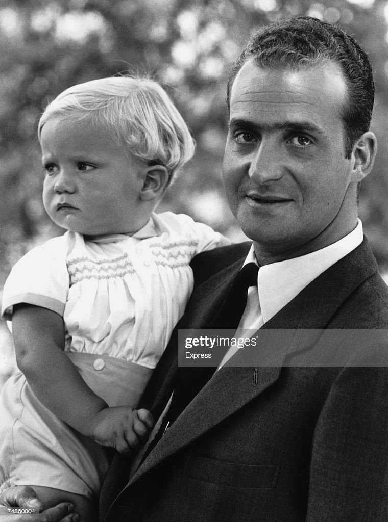 King <a gi-track='captionPersonalityLinkClicked' href=/galleries/search?phrase=Juan+Carlos+I&family=editorial&specificpeople=159452 ng-click='$event.stopPropagation()'>Juan Carlos I</a> of Spain with his baby son Prince Felipe, 29th July 1969.