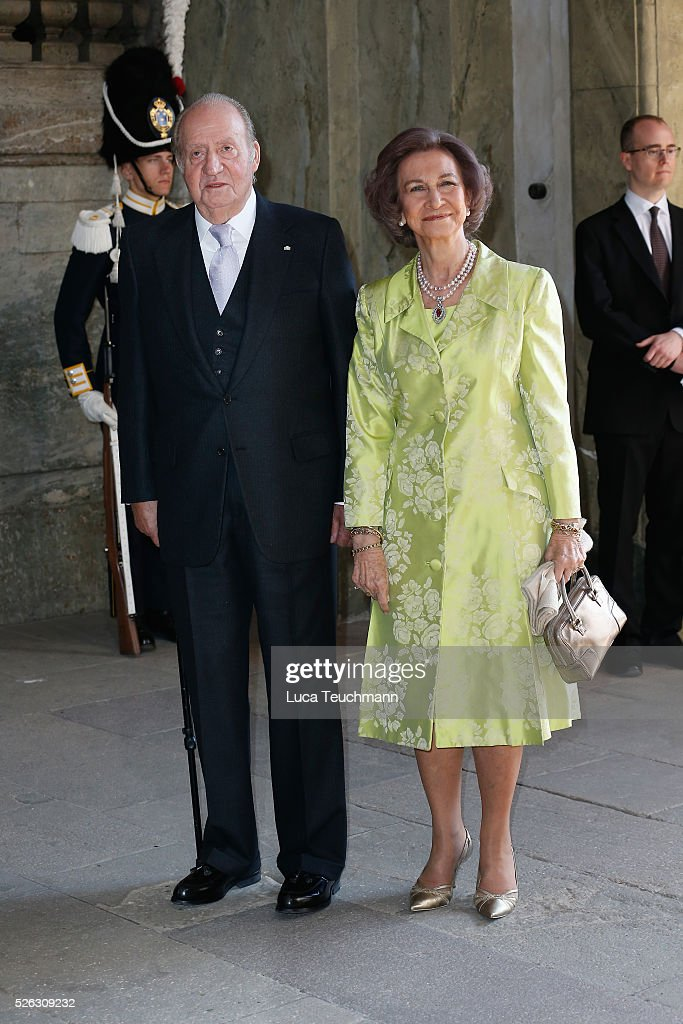 King Juan Carlos of Spain and <a gi-track='captionPersonalityLinkClicked' href=/galleries/search?phrase=Queen+Sofia+of+Spain&family=editorial&specificpeople=160333 ng-click='$event.stopPropagation()'>Queen Sofia of Spain</a> arrive at the Royal Palace to attend Te Deum Thanksgiving Service to celebrate the 70th birthday of King Carl Gustaf of Sweden on April 30, 2016 in Stockholm, Sweden.