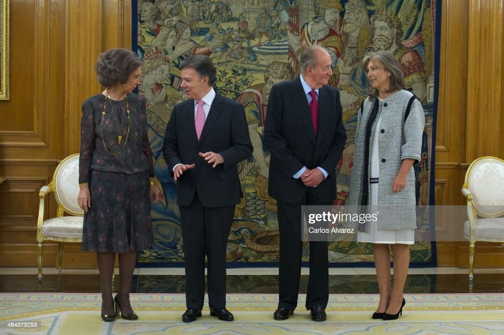 King Juan Carlos of Spain (2R) and Queen Sofia of Spain (L) receive Colombia President <a gi-track='captionPersonalityLinkClicked' href=/galleries/search?phrase=Juan+Manuel+Santos&family=editorial&specificpeople=974752 ng-click='$event.stopPropagation()'>Juan Manuel Santos</a> Calderon (2L) and wife Maria Clemencia Rodriguez de Santos (R) at the Zarzuela Palace on January 22, 2014 in Madrid, Spain.