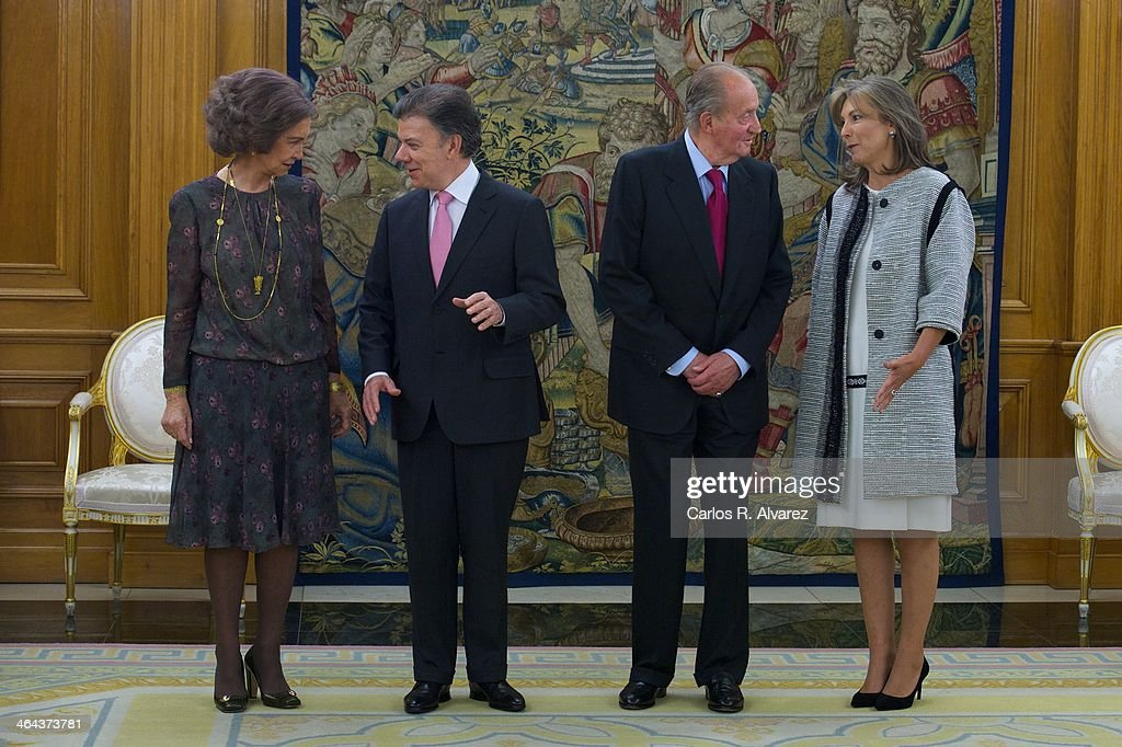 King Juan Carlos of Spain (2R) and Queen Sofia of Spain (L) receive Colombian President <a gi-track='captionPersonalityLinkClicked' href=/galleries/search?phrase=Juan+Manuel+Santos&family=editorial&specificpeople=974752 ng-click='$event.stopPropagation()'>Juan Manuel Santos</a> Calderon (2L) and wife Maria Clemencia Rodriguez de Santos (R) at the Zarzuela Palace on January 22, 2014 in Madrid, Spain.