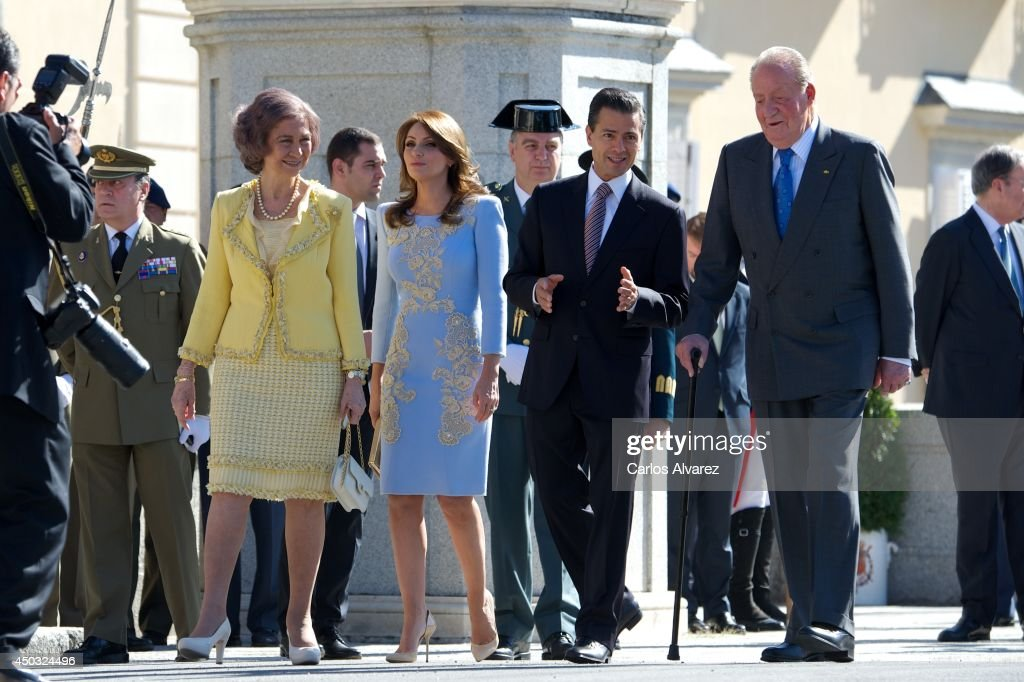 King Juan Carlos of Spain (R) and <a gi-track='captionPersonalityLinkClicked' href=/galleries/search?phrase=Queen+Sofia+of+Spain&family=editorial&specificpeople=160333 ng-click='$event.stopPropagation()'>Queen Sofia of Spain</a> (L) receive Mexican President <a gi-track='captionPersonalityLinkClicked' href=/galleries/search?phrase=Enrique+Pena+Nieto&family=editorial&specificpeople=5957985 ng-click='$event.stopPropagation()'>Enrique Pena Nieto</a> (2R) and wife <a gi-track='captionPersonalityLinkClicked' href=/galleries/search?phrase=Angelica+Rivera&family=editorial&specificpeople=4327597 ng-click='$event.stopPropagation()'>Angelica Rivera</a> (2L) at El Pardo Palace on June 9, 2014 in Madrid, Spain.