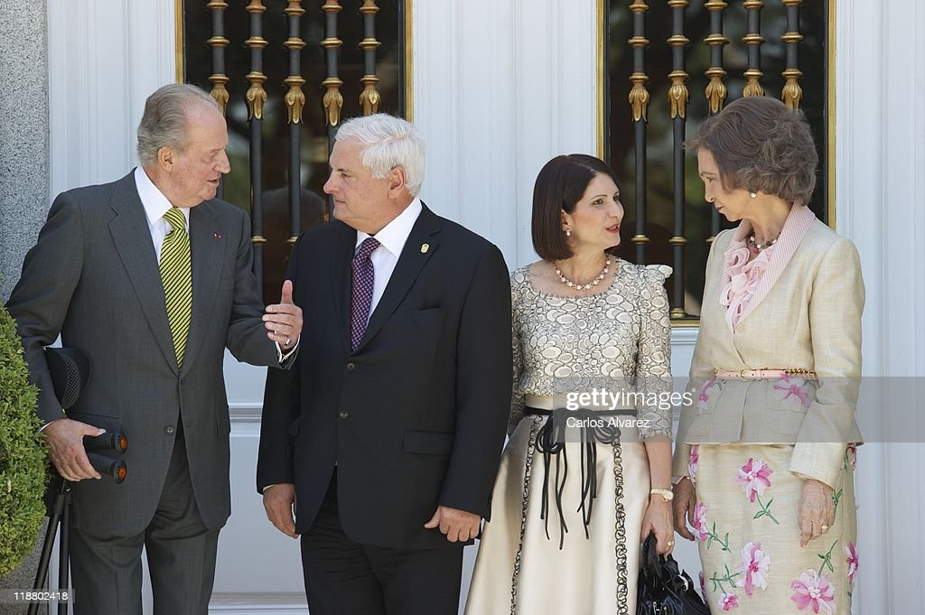 King Juan Carlos of Spain (L) and Queen Sofia of Spain (R) receive Panama's President <a gi-track='captionPersonalityLinkClicked' href=/galleries/search?phrase=Ricardo+Martinelli&family=editorial&specificpeople=3042222 ng-click='$event.stopPropagation()'>Ricardo Martinelli</a> (2L) and wife Marta Linares de Martinelli (2R) at Zarzuela Palace on July 11, 2011 in Madrid, Spain.