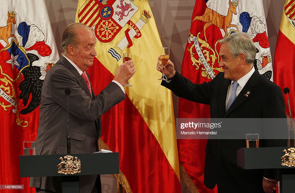 King Juan Carlos of Spain (L) and the President of Chile Sebastián Piñera (R) toast during the visit to the Presidential Palace on June 5, 2012 in Santiago, Chile.