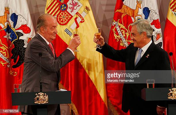 King Juan Carlos of Spain and the President of Chile Sebastián Piñera toast during the visit to the Presidential Palace on June 5 2012 in Santiago...