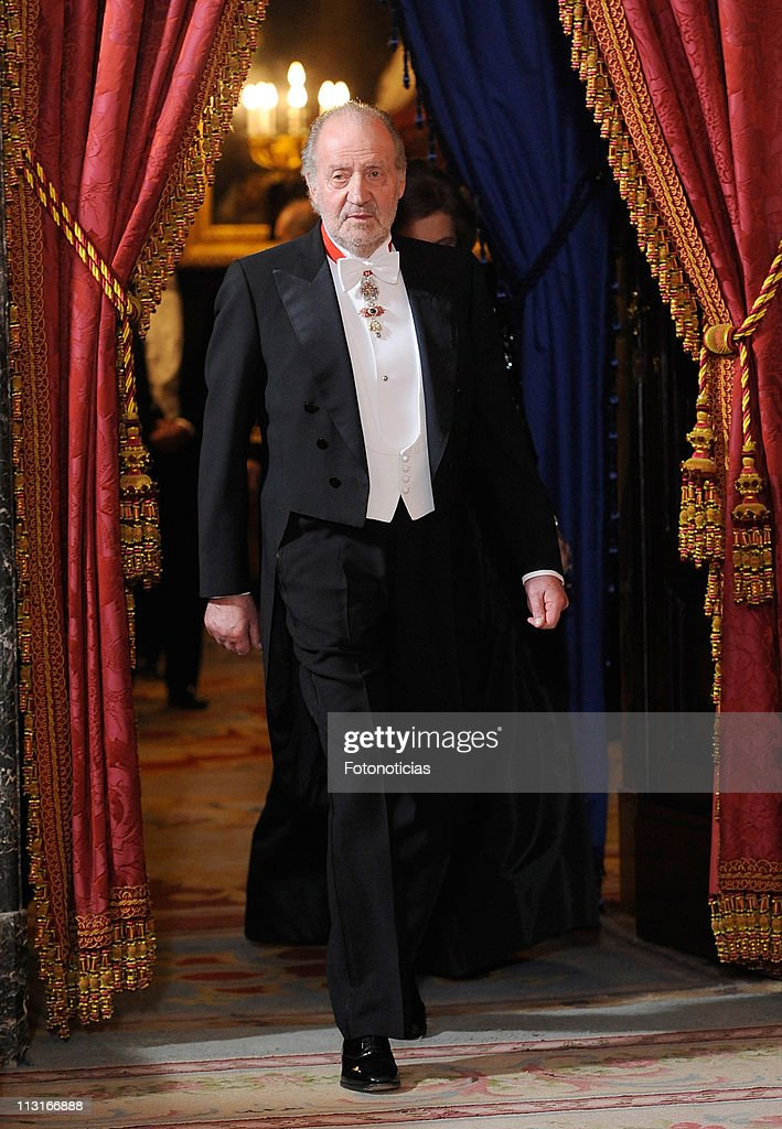 King Juan Carlos of Spain attends the Gala Dinner in honour of the Emir of the State of Qatar and Sheikha Mozah Bint Nasser at The Royal Palace on April 25, 2011 in Madrid, Spain.