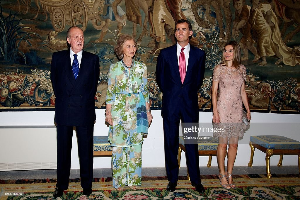 King Juan Carlos of Spain, Queen Sofia of Spain, Prince Felipe of Spain and Princess Letizia of Spain attend an official dinner at Almudaina Palace on August 8, 2012 in Palma de Mallorca, Spain.