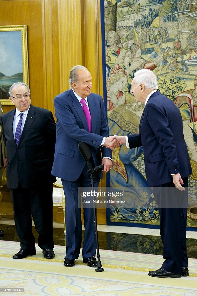 King Juan Carlos of Spain (C) receives Algerian minister of foreign affairs <a gi-track='captionPersonalityLinkClicked' href=/galleries/search?phrase=Ramtane+Lamamra&family=editorial&specificpeople=5486120 ng-click='$event.stopPropagation()'>Ramtane Lamamra</a> (L) and Spanish minister of foreign affairs and cooperation Jose Manuel Garcia-Margallo y Marfil (R) at Zarzuela Palace on February 27, 2014 in Madrid, Spain.