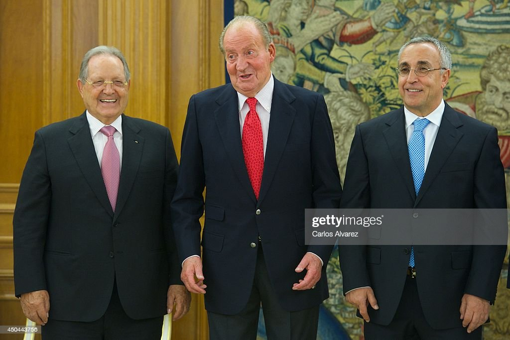 King Juan Carlos of Spain (C) receives President of ISSF (International Shooting Sport Federation) Olegario Vazquez Rana (L) and President of the Spanish Olympic Committee <a gi-track='captionPersonalityLinkClicked' href=/galleries/search?phrase=Alejandro+Blanco&family=editorial&specificpeople=4666881 ng-click='$event.stopPropagation()'>Alejandro Blanco</a> Bravo (R) at Zarzuela Palace on June 11, 2014 in Madrid, Spain.