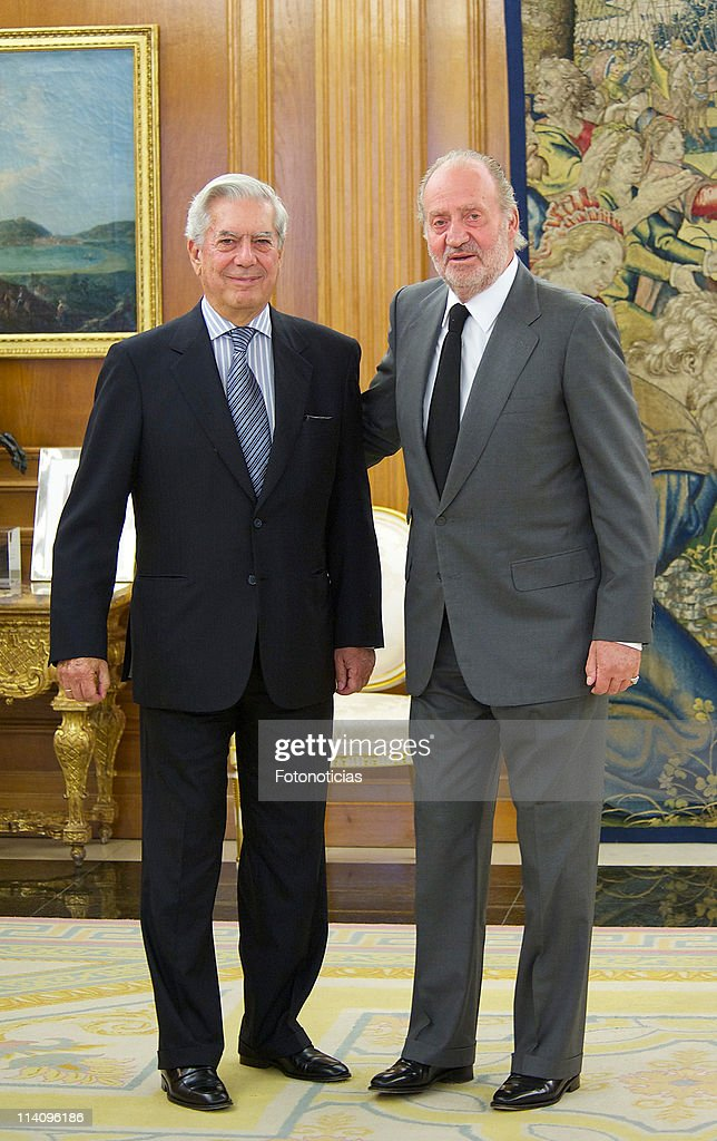 King Juan Carlos of Spain (R) receives writer and Nobel Prize winner <a gi-track='captionPersonalityLinkClicked' href=/galleries/search?phrase=Mario+Vargas+Llosa&family=editorial&specificpeople=620765 ng-click='$event.stopPropagation()'>Mario Vargas Llosa</a> at Zarzuela Palace on May 11, 2011 in Madrid, Spain.
