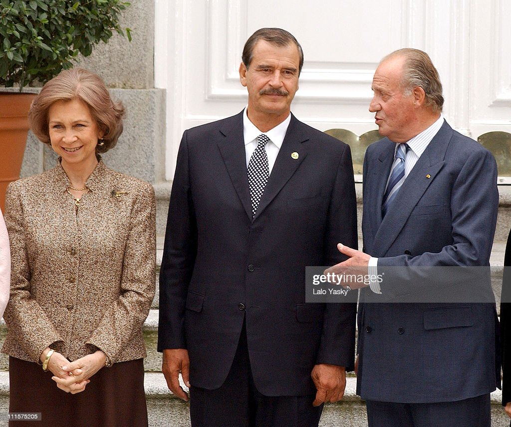 King Juan Carlos, Queen Sofia and President <a gi-track='captionPersonalityLinkClicked' href=/galleries/search?phrase=Vicente+Fox&family=editorial&specificpeople=202615 ng-click='$event.stopPropagation()'>Vicente Fox</a>