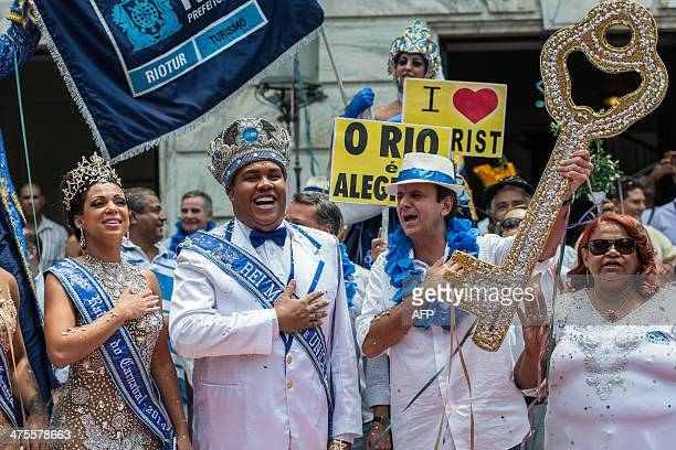 King Momo Wilson Dias da Costa Neto receives the key to the city from Rio de Janeiro's Mayor Eduardo Paes with Queen Leticia Martins Guimaraes during...
