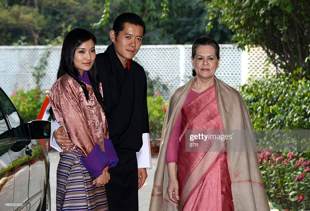 King of Bhutan, Jigme Khesar Namgyel Wangchuk (C) and Bhutanese Queen Jetsun Pema Wangchuck (L) meet with Chairperson of the ruling United Progressive Alliance, Sonia gandhi in New Delhi on January 25, 2013. The King of Bhutan is in the country on a seven-day state visit and will be the chief guest at India's 64th Republic Day military parade on January 26. AFP PHOTO