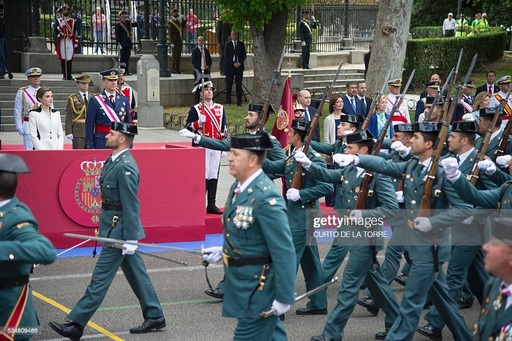 King of Spain Felipe VI (R) and Queen of Spain Letizia watch troops march during the 2016 Armed Forces Day parade in Madrid on may 27, 2016. / AFP / CURTO