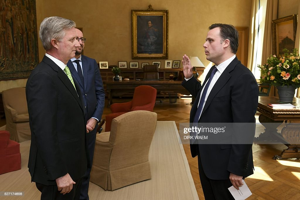 King Philippe - Filip of Belgiu (L) and Belgian Prime Minister Charles Michel (2nd L) stand in front of Newly appointed State Secretary for Social Fraud, Privacy and the North Sea Philippe De Backer during the oath ceremony on May 2, 2016, in Brussels. / AFP / Belga / DIRK WAEM / Belgium OUT