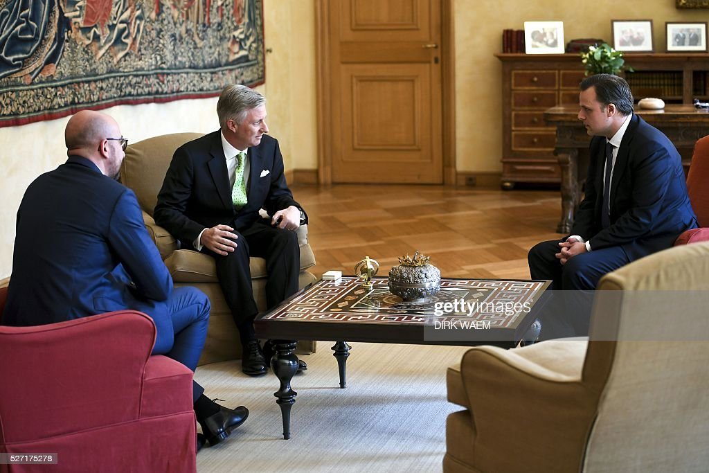 King Philippe - Filip of Belgiu (2nd L) sits with Belgian Prime Minister Charles Michel (L)and Newly appointed State Secretary for Social Fraud, Privacy and the North Sea Philippe De Backer (R) during the oath of De Backer ceremony on May 2, 2016, in Brussels. / AFP / BELGA AND Belga / DIRK WAEM / Belgium OUT