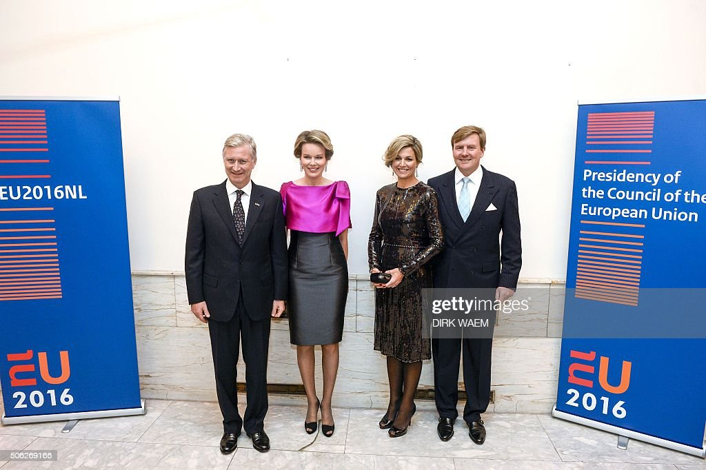 King Philippe - Filip of Belgium, Queen Mathilde of Belgium, Dutch King Willem-Alexander and Queen Maxima pose for a picture during the opening concert for the Dutch presidency of the European Union council on January 22, 2016 at the Bozar in Brussels. / AFP / Belga / DIRK WAEM / Belgium OUT