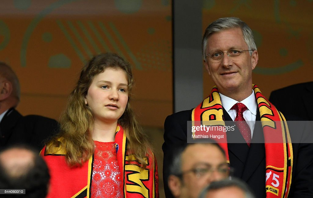 king-philippe-of-belgium-and-his-daughter-princess-elisabeth-are-seen-picture-id544093310