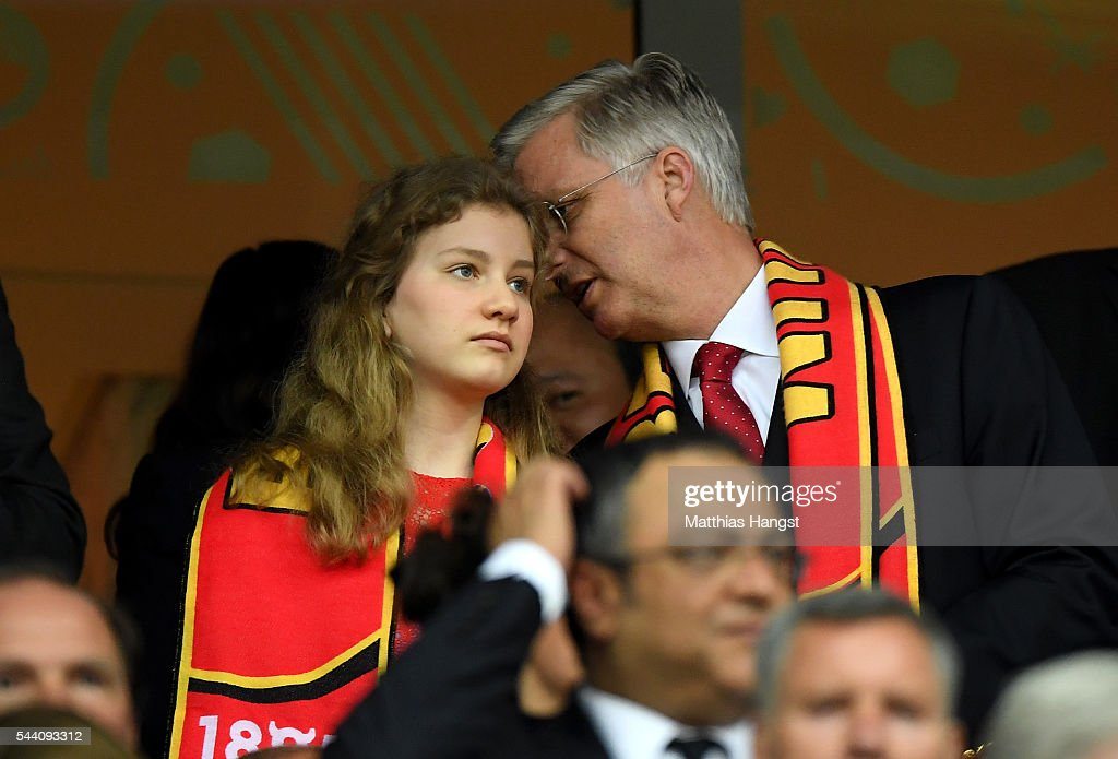 king-philippe-of-belgium-and-his-daughter-princess-elisabeth-are-seen-picture-id544093312