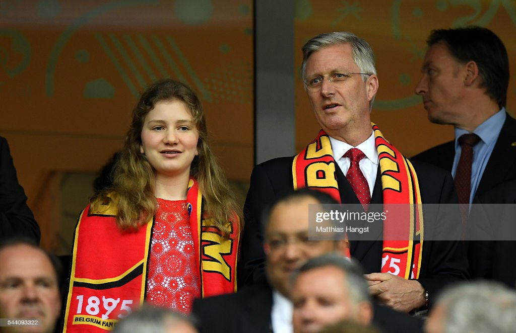 king-philippe-of-belgium-and-his-daughter-princess-elisabeth-are-seen-picture-id544093322