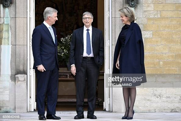 king-philippe-of-belgium-and-queen-mathilde-of-belgium-welcome-former-picture-id635640446