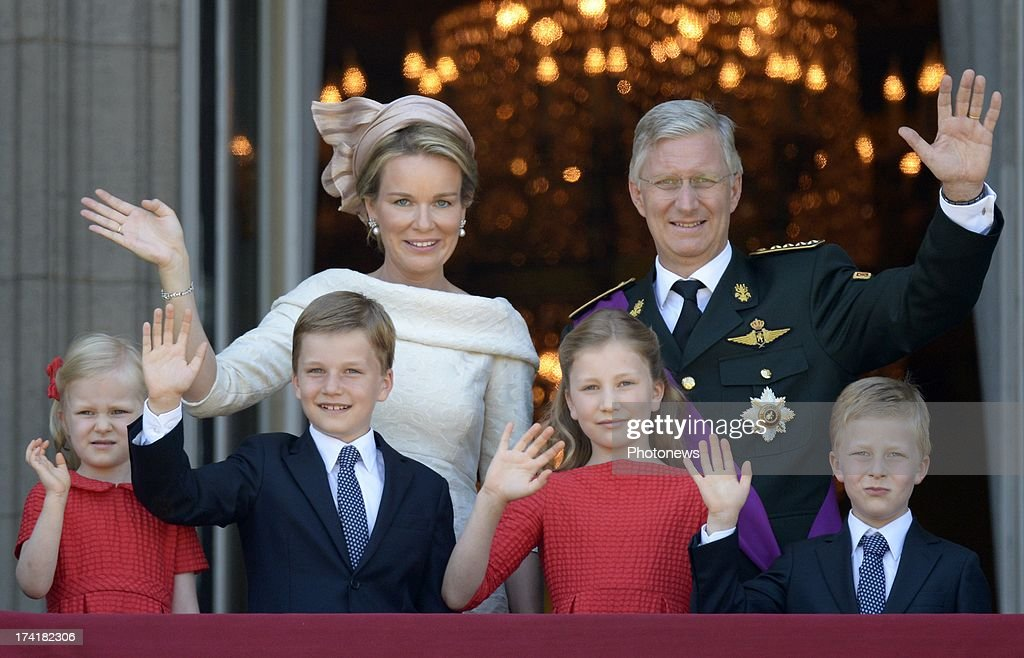 King Philippe of Belgium and Queen Mathilde with children Princess Eleonore, Prince Gabriel, Princess Elisabeth and Prince Emmanuel greet the audience from the balcony of the Royal Palace during the Abdication Of King Albert II Of Belgium & Inauguration Of King Philippe on July 21, 2013 in Brussels, Belgium.