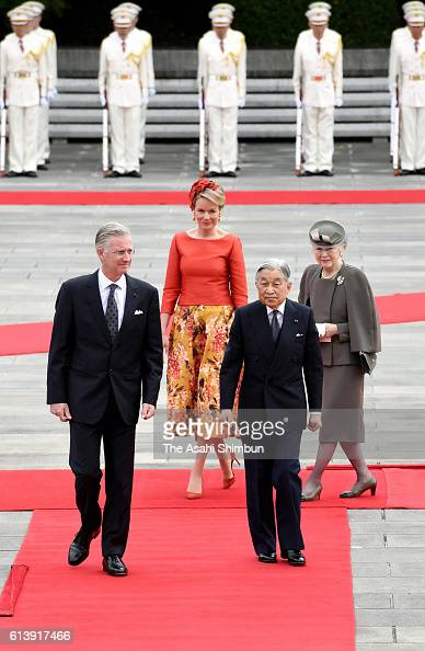 King Philippe Queen Mathilde of Belgium Emperor Akihito and Empress Michiko attend the welcome ceremony at the Imperial Palace on October 10 2016 in...