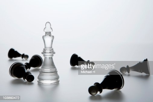 King who stands in falling pawn