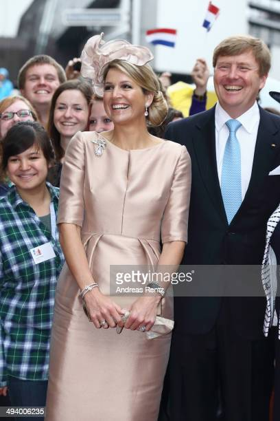 King WillemAlexander and Queen Maxima of The Netherlands pose with students of the Wilhelms University at 'Haus der Niederlande' on May 27 2014 in...