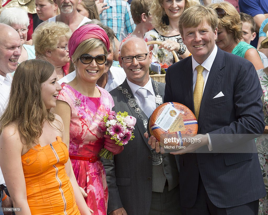 'S-HEERENBROEK, NETHERLANDS - JUNE 19: King Willem-Alexander of The Netherlands and Queen Maxima of The Netherlands receive a cheese during an official visit to the town centre on June 19, 2013 in 's-Heerenbroek, Netherlands.