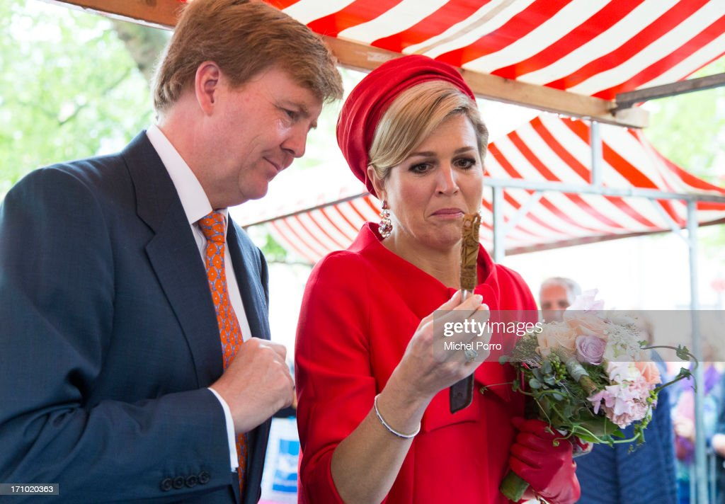 <a gi-track='captionPersonalityLinkClicked' href=/galleries/search?phrase=King+Willem-Alexander&family=editorial&specificpeople=160214 ng-click='$event.stopPropagation()'>King Willem-Alexander</a> of The Netherlands and Queen Maxima of The Netherlands look at a knife which is used to open mussels and which takes 100 hours to make during an official visit on June 21, 2013 in Middelburg, Netherlands.