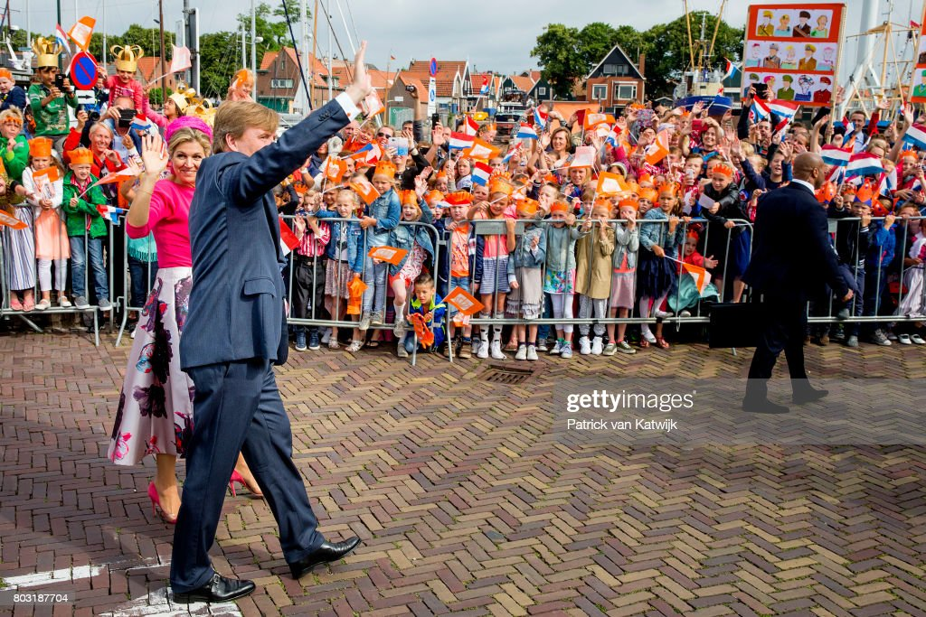 king-willemalexander-of-the-netherlands-and-queen-maxima-of-the-the-picture-id803187704