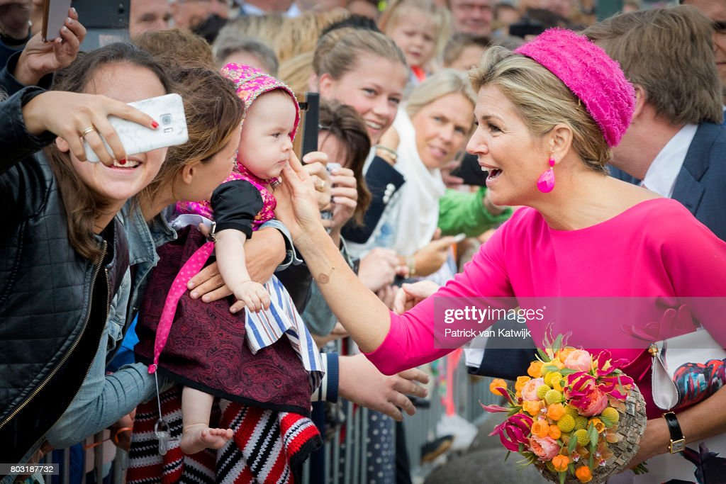 king-willemalexander-of-the-netherlands-and-queen-maxima-of-the-the-picture-id803187732