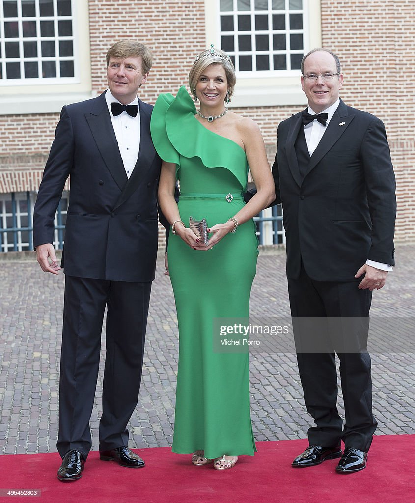 King Willem-Alexander of The Netherlands, Queen Maxima of The Netherlands and <a gi-track='captionPersonalityLinkClicked' href=/galleries/search?phrase=Prince+Albert+II+of+Monaco&family=editorial&specificpeople=201707 ng-click='$event.stopPropagation()'>Prince Albert II of Monaco</a> arrive at the Loo Palace for dinner on June 3, 2014 in Apeldoorn, Netherlands.