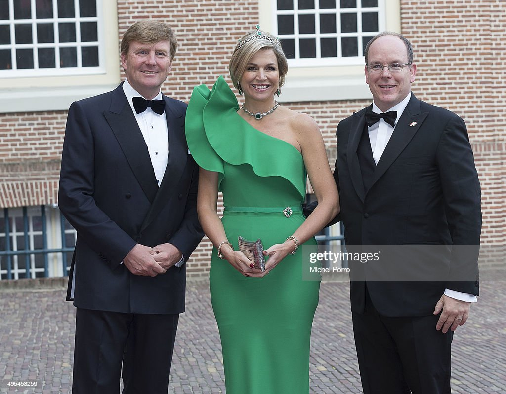 King Willem-Alexander of The Netherlands, Queen Maxima of The Netherlands and <a gi-track='captionPersonalityLinkClicked' href=/galleries/search?phrase=Prince+Albert+II+of+Monaco&family=editorial&specificpeople=201707 ng-click='$event.stopPropagation()'>Prince Albert II of Monaco</a> arrive for dinner at the Loo Royal Palace on June 3, 2014 in Apeldoorn, Netherlands.