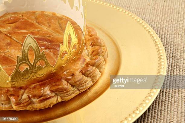 King's cake on a plate on a woven surface