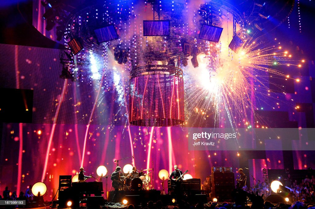 <a gi-track='captionPersonalityLinkClicked' href=/galleries/search?phrase=Kings+of+Leon&family=editorial&specificpeople=2947495 ng-click='$event.stopPropagation()'>Kings of Leon</a> perform onstage during the MTV EMA's 2013 at the Ziggo Dome on November 10, 2013 in Amsterdam, Netherlands.
