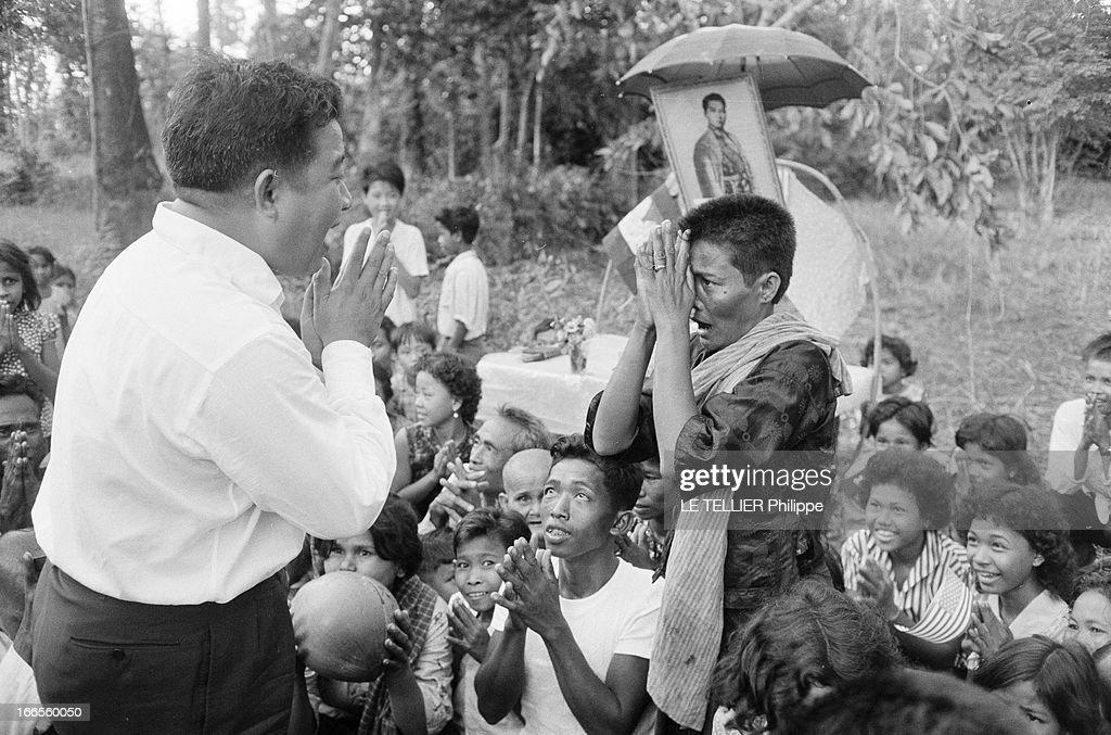 Kingship Cambodia Norodom Sihanouk Cambodge décembre 1961 portrait du roi NORODOM SIHANOUK auprès de ses sjuets EN 1960 à la mort de son père il...