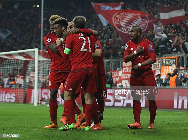 Kingsley Coman of Bayern Muenchen celebrates his goal together with his teammtes David Alaba Philipp Lahm and Douglas Costa during the Champions...