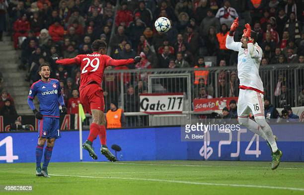 Kingsley Coman of Bayern Muenchen scores a goal against goalkeeper Roberto of Olympiacos FC during the Champions League group F match between FC...