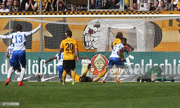 Kingsley Onuegbu of Duisburg scores the first goal during the third league match between SG Dynamo Dresden and MSV Duisburg at GluecksgasStadion on...