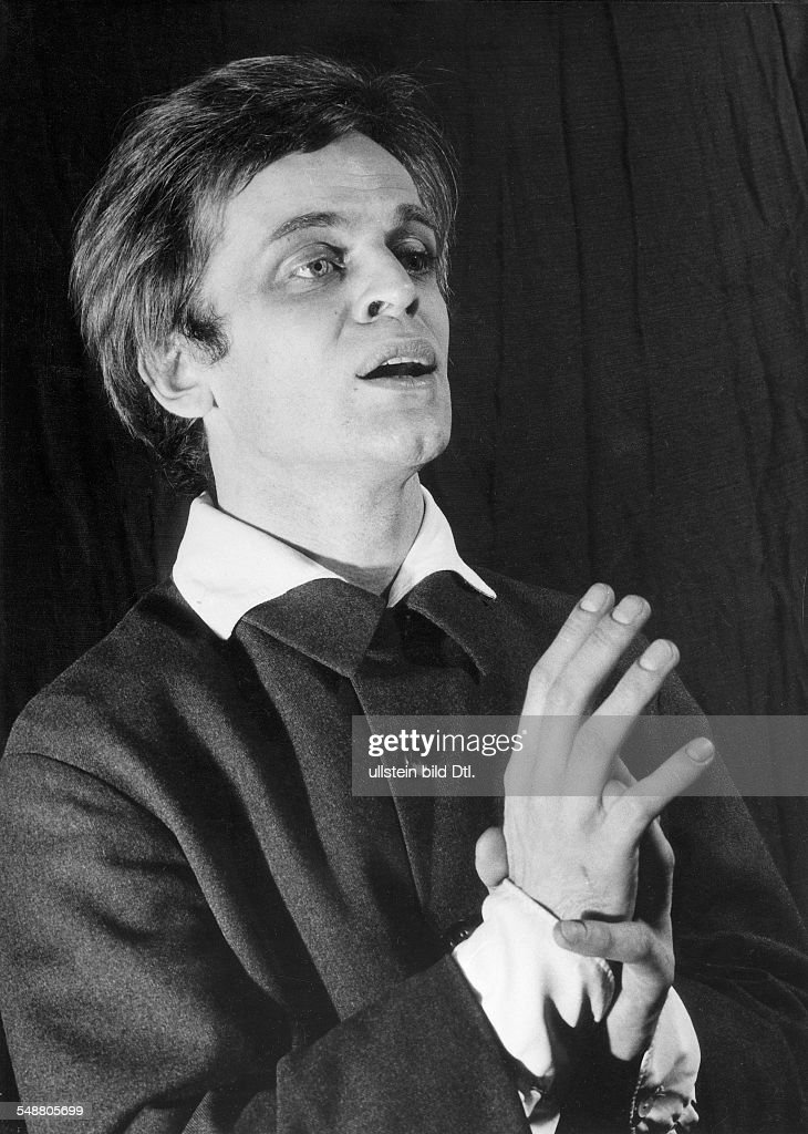 Kinski, Klaus - Actor, Germany *18.10.*-+ - reciting fairy tales of Oscar Wilde in Berlin - 1960 - Vintage property of ullstein bild